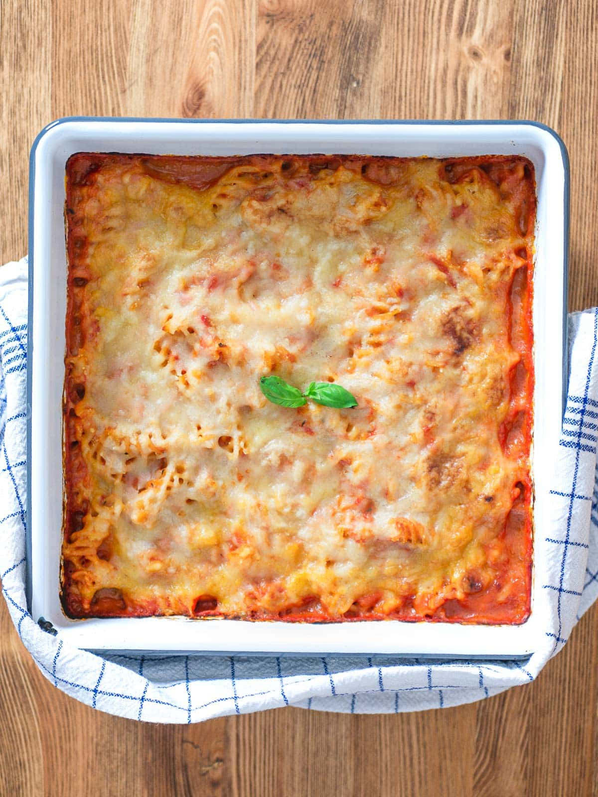 vegan pizzaiola pasta bake
