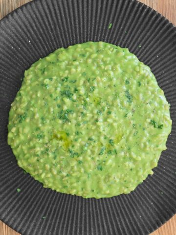 Vegan oats risotto with peas