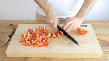 Cutting the tomatoes in dice