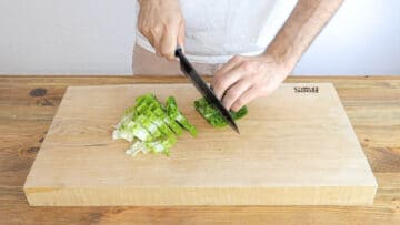 Cutting the lettuce into small stripes