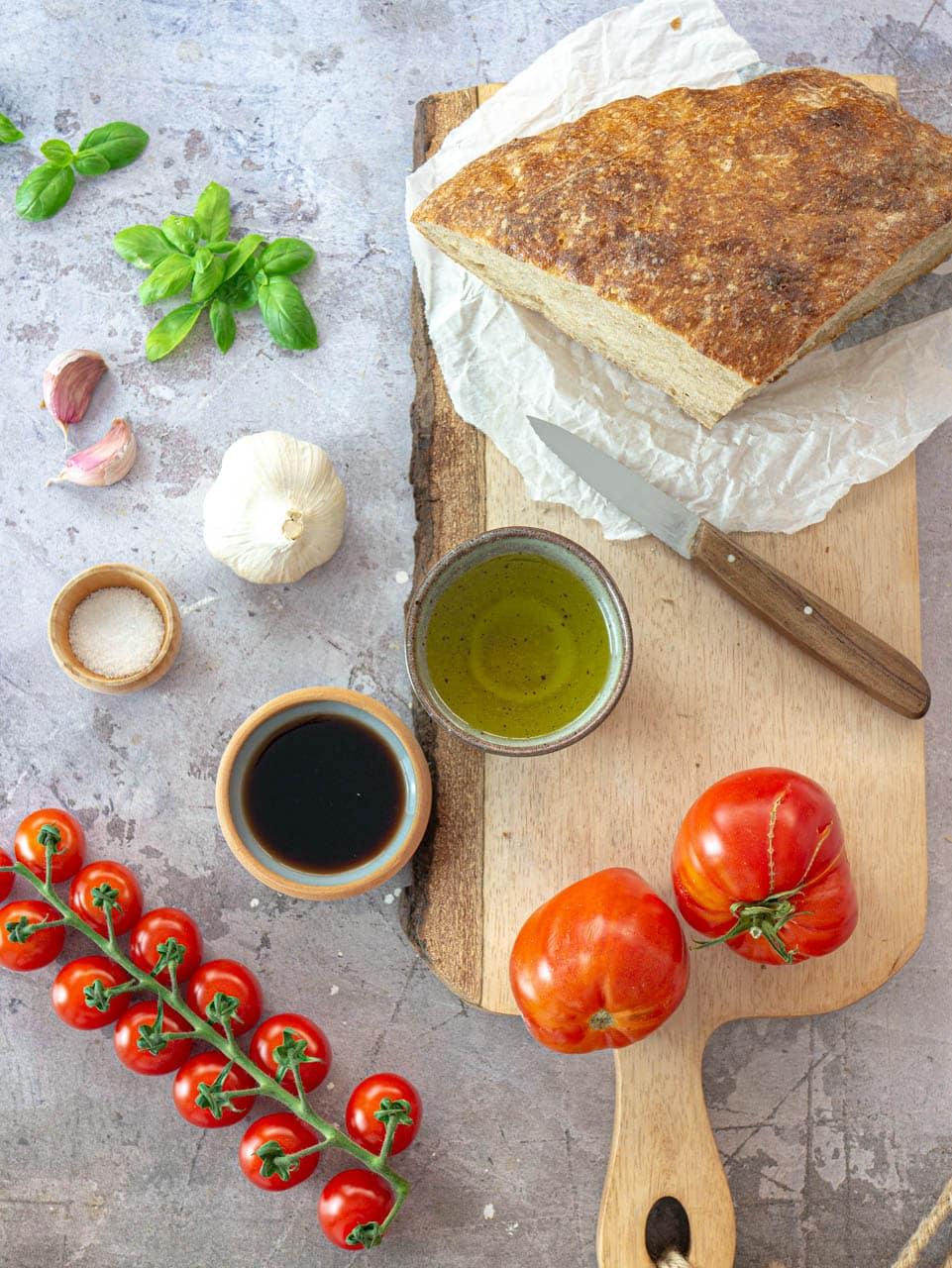 Ingredienti per la bruschetta al pomodoro