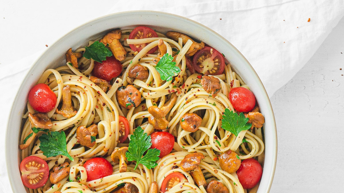 pasta with chanterelle mushrooms