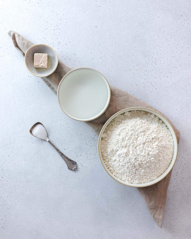 Ingredienti per il flat-bread (la focaccia)