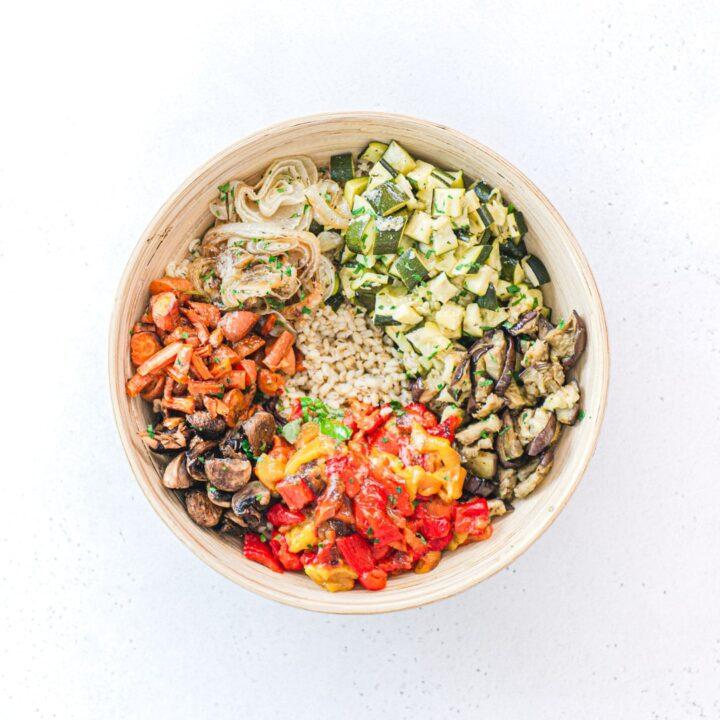 ingredienti tagliati per l'insalata