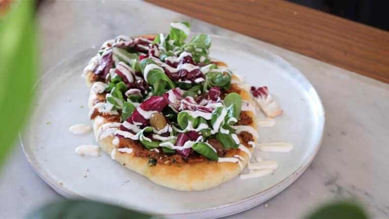 flatbread pizza with sundried tomato pesto