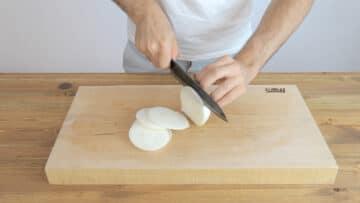 slice the onion into discs.
