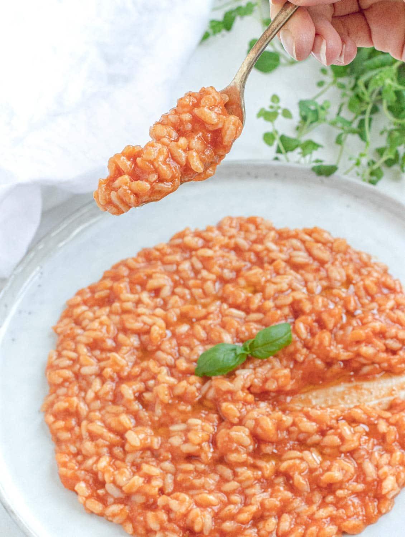 Creamy vegan tomato risotto forkful