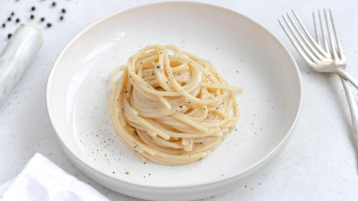spaghetti cacio e pepe vegan