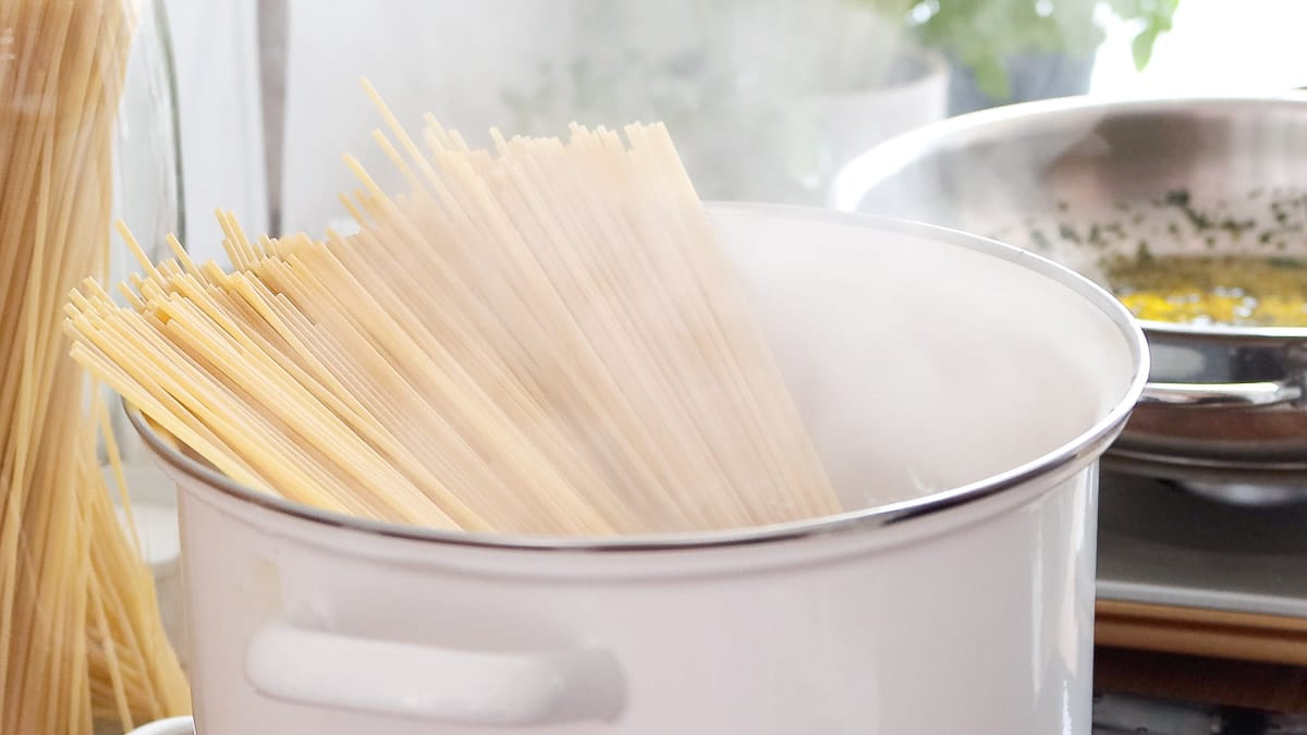 Cooking the pasta in boiling water