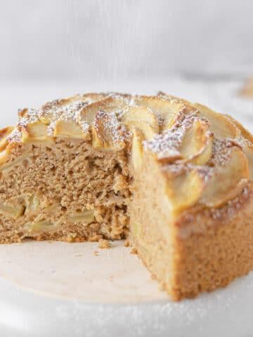 Wholegrain apple cake