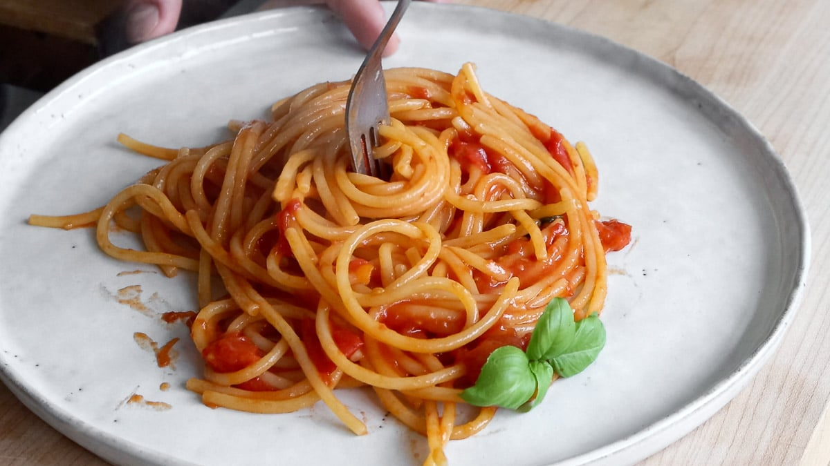 eating spaghetti al pomodoro