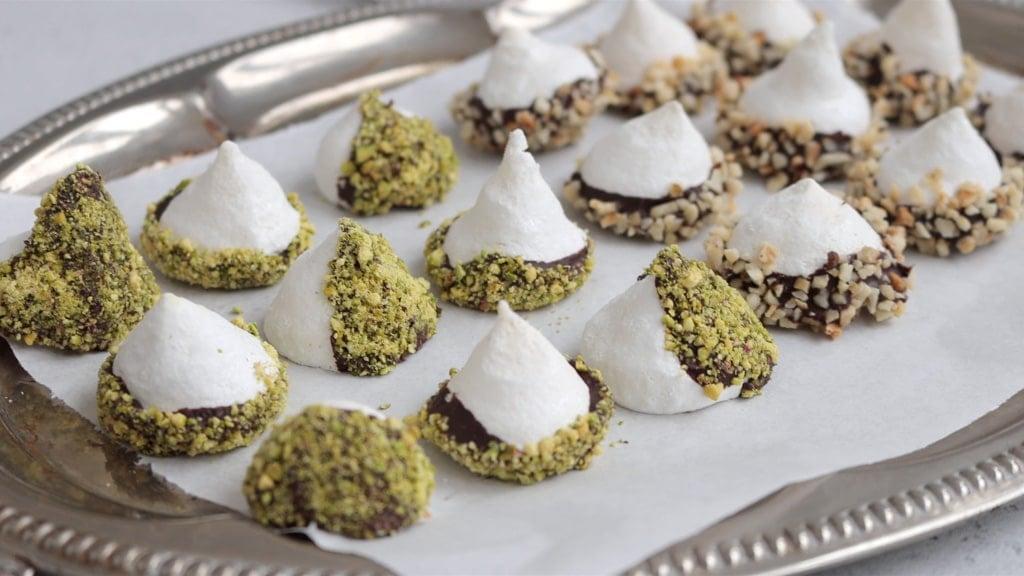 Pistachio meringues