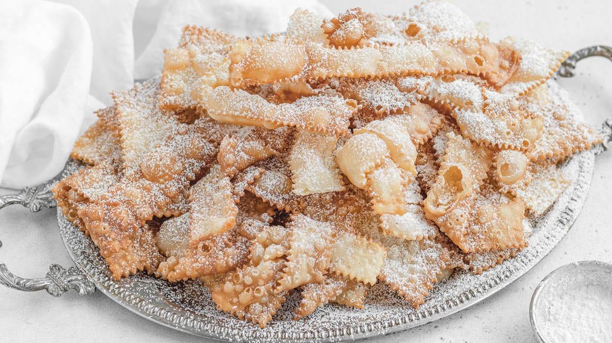 deep fried Italian chiacchiere di carnevale