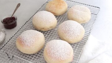 Sugar coating the vegan Italian donuts