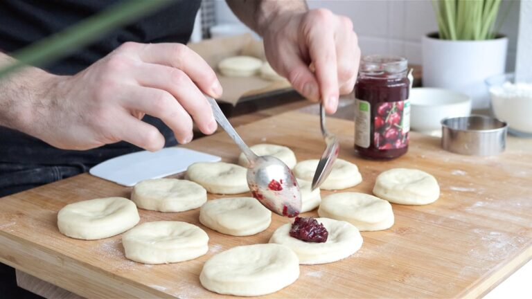 putting jam inside the bomboloni