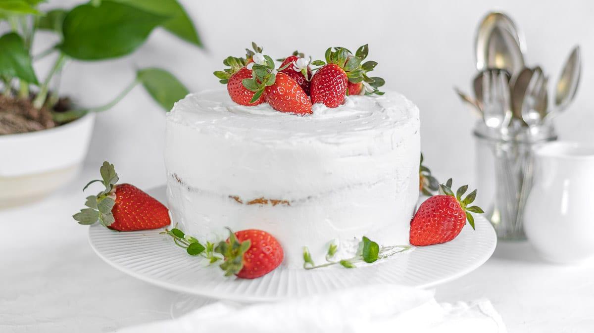 vegan vanilla cake with strawberries