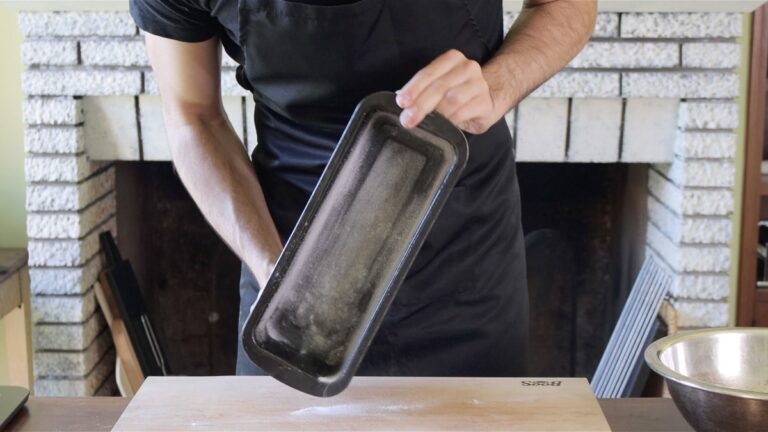 greasing a loaf pan with oil