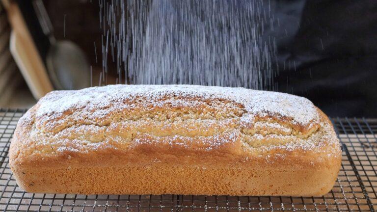 plumcake vegano al limone ricoperto di zucchero a velo