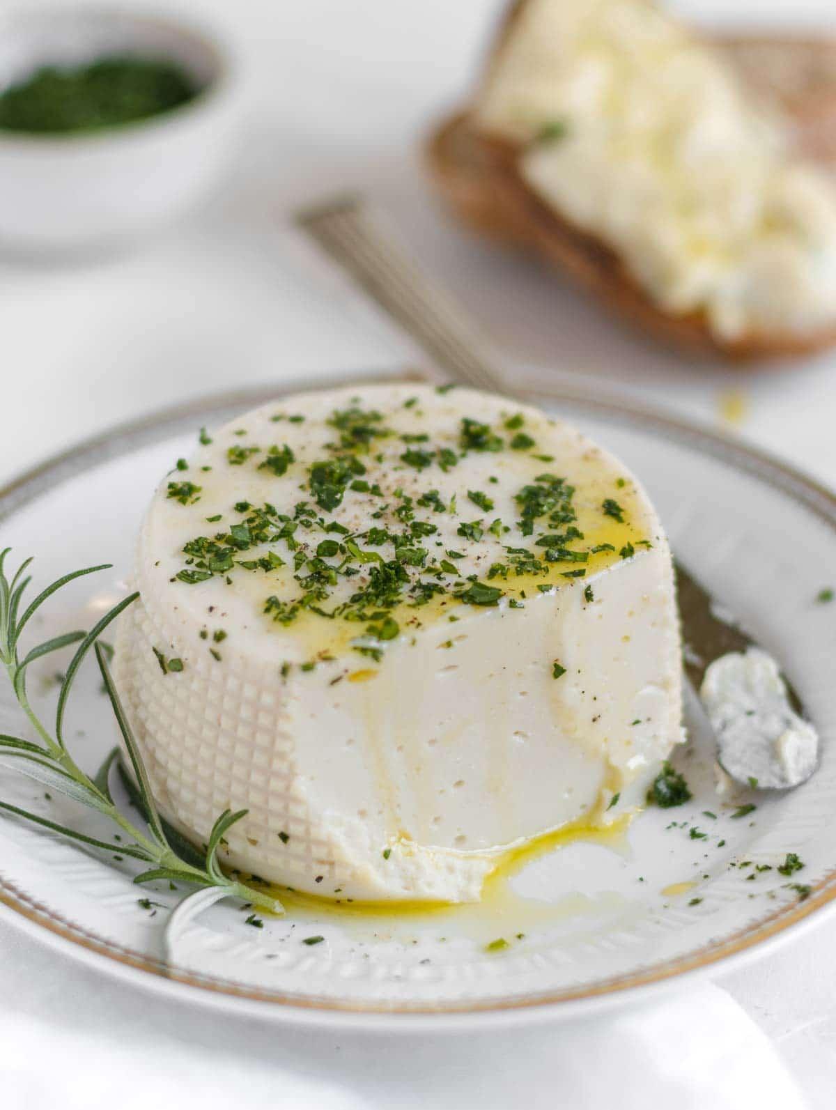 Vegan stracchino - Italian soft cheese