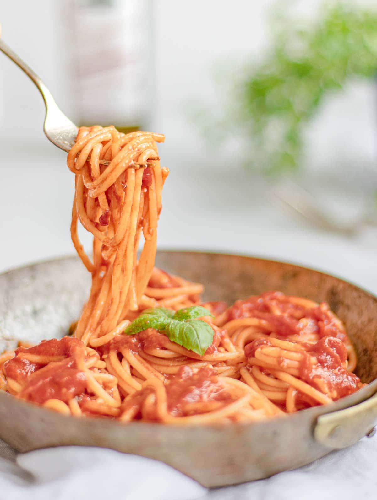 pasta pomodoro in a copper pan
