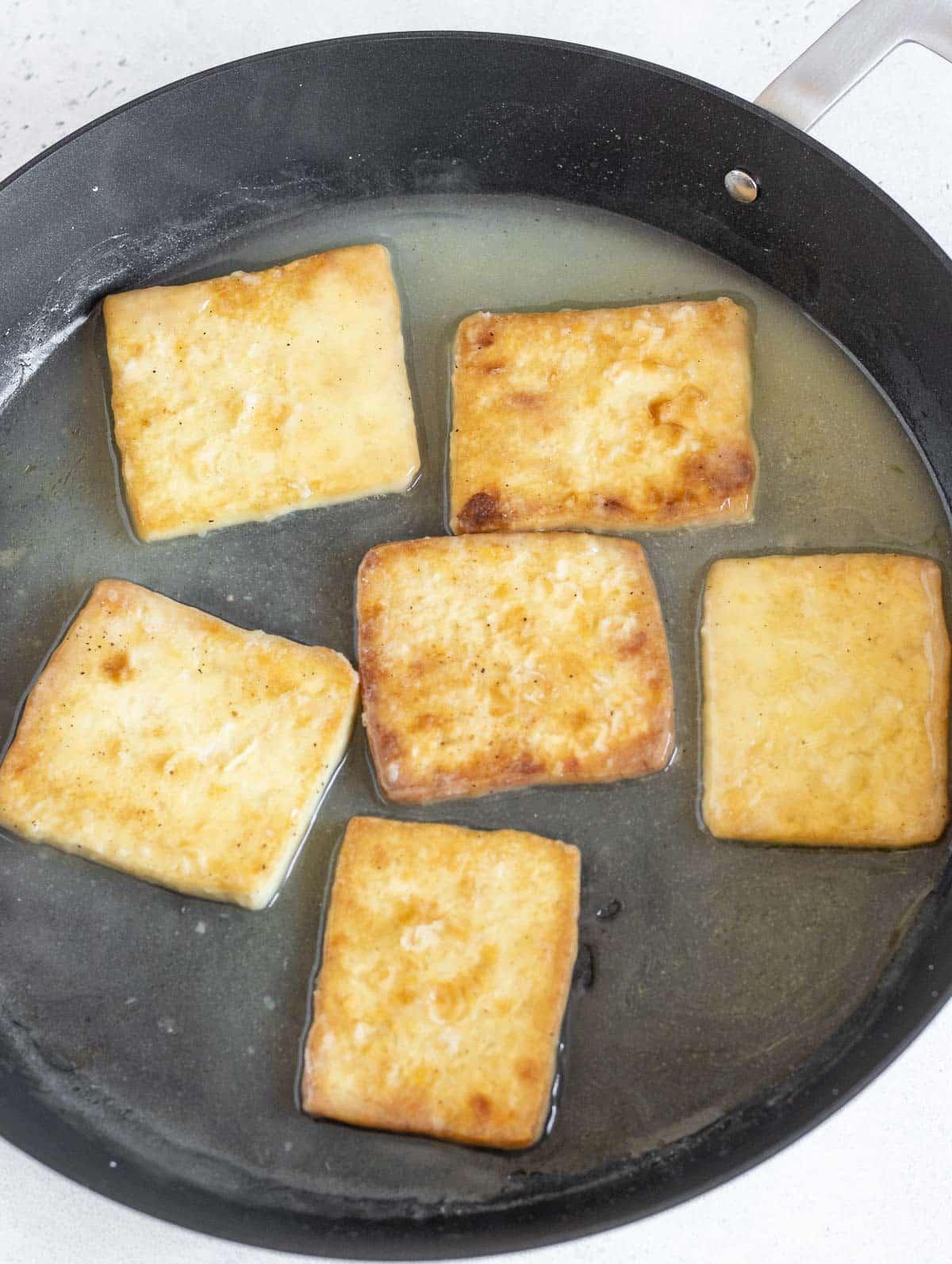 tofu fritto in padella con salsa al limone