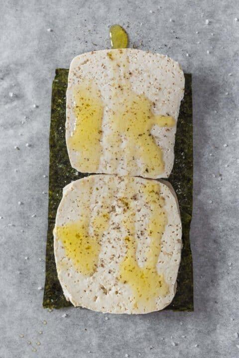 tofu condito con olio, sale e pepe