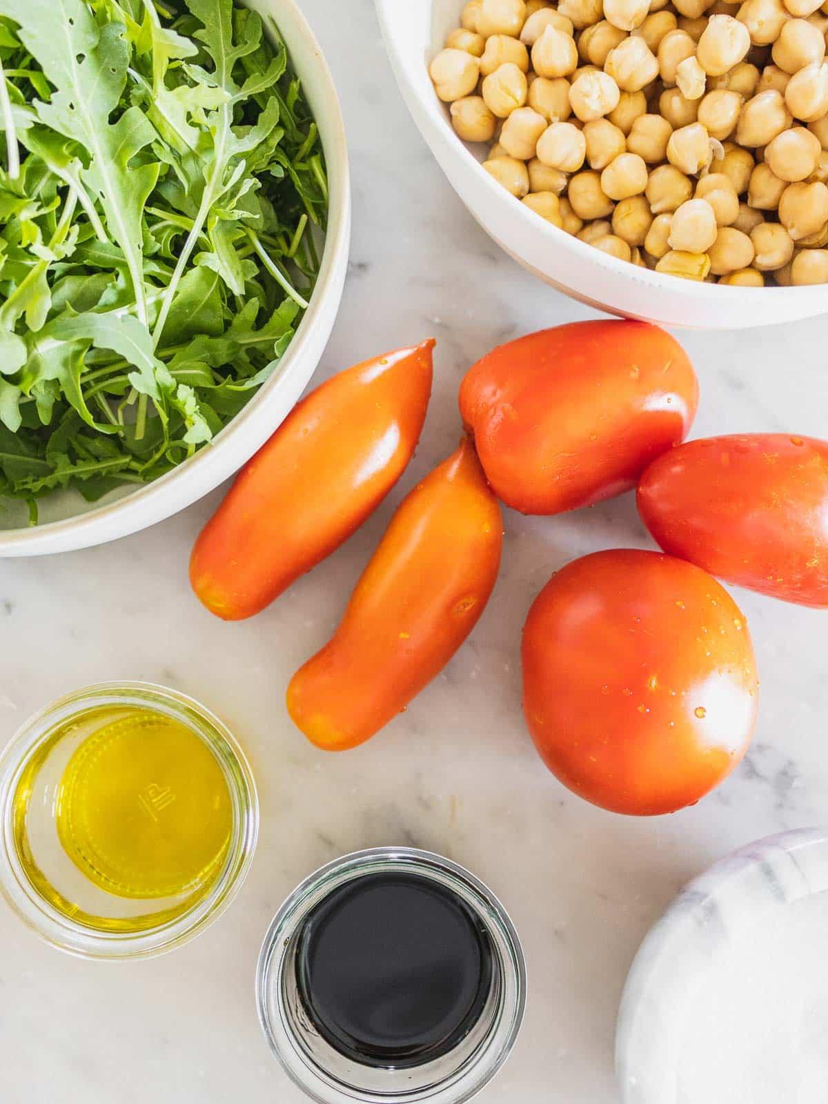 ingredienti per la ricetta dell'insalata di ceci