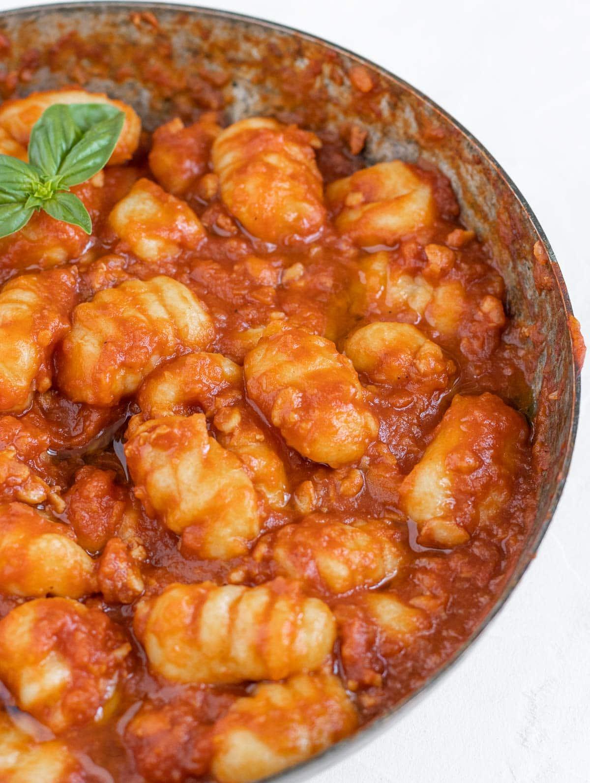 gnocchi fatti in casa con salsa