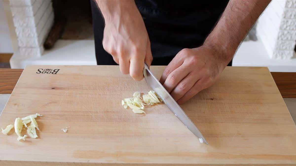 slicing the garlic