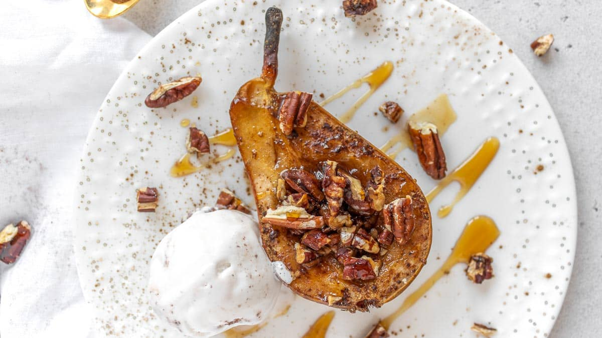 baked pears with cinnamon and a scoop of icecream
