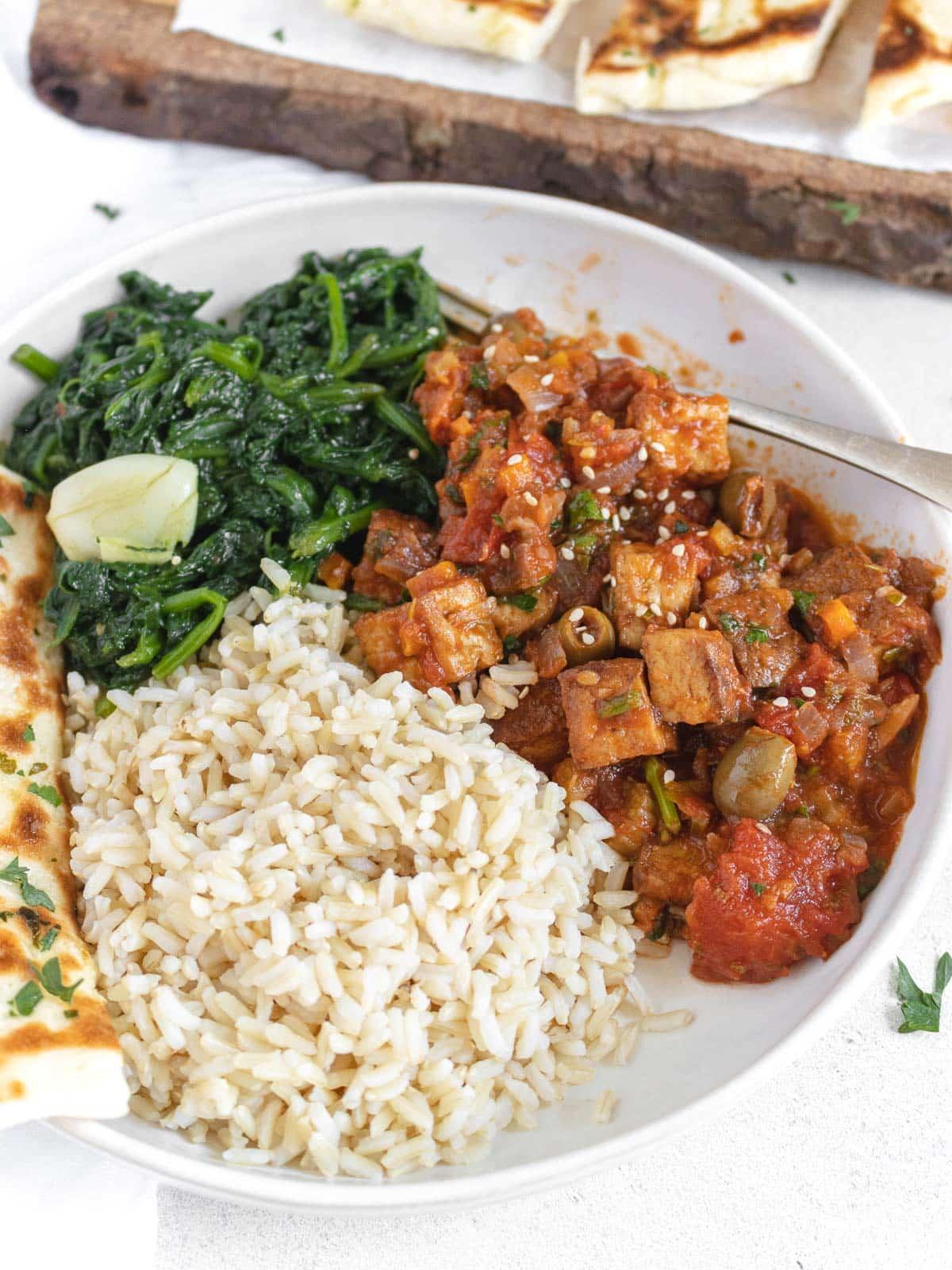 tofu cacciatore with flatbread, rice and spinach