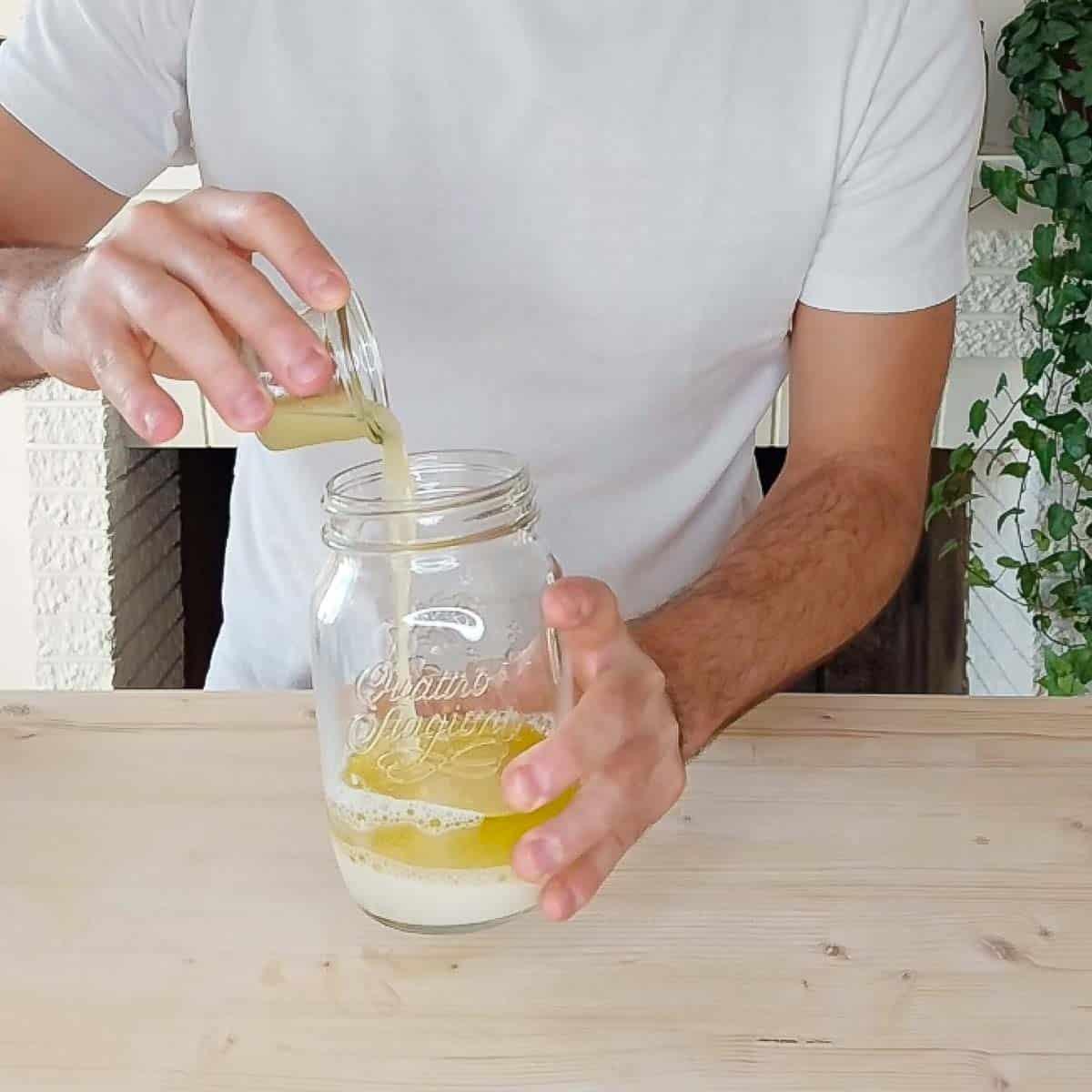 put all ingredients in mason jar