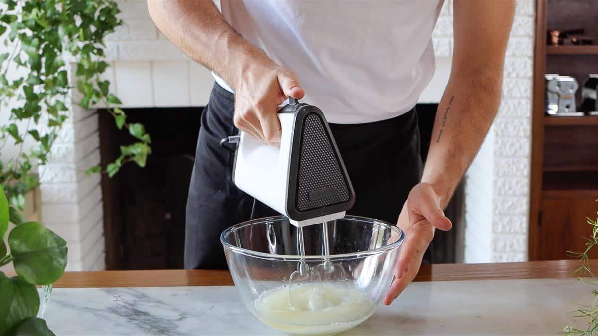 mixing sugar and aquafaba
